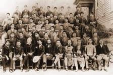 創立当時の学生と教員/1891(M24)