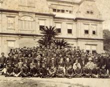 創設初期の高等学部教職員・学生 1914.6