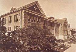 高等商業学部校舎/1923(T12).11.15竣工