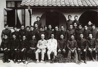 山田耕筰と北原白秋の学院来訪/1933(S8).6.27