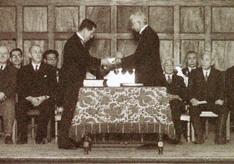 院長交代式/神崎前院長と今田新院長/1950(S25).2.9