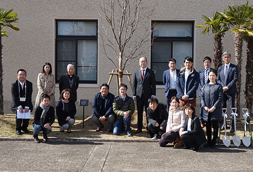 総合政策学部藤田ゼミ 藤田太寅先生を偲ぶ植樹祭